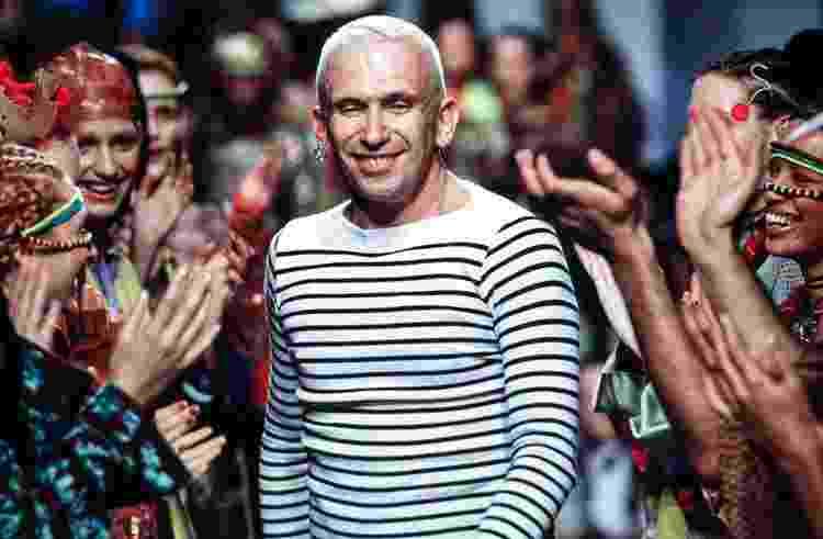 O designer francês Jean Paul Gaultier na Semana de Moda de Paris em 1995 - Victor Virgile/Gamma-Rapho via Getty Images - Victor Virgile/Gamma-Rapho via Getty Images