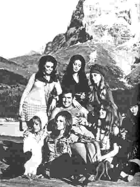 """George Lazenby e as Bond girls do filme """"007 - Ao Serviço de Sua Majestade"""" (1969) - Divulgação - Divulgação"""