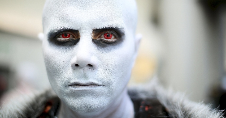 "10.jul.2015 - Alejandro Castillo foi para a Comic-Con vestido como um caminhante branco de ""Game of Thrones"""