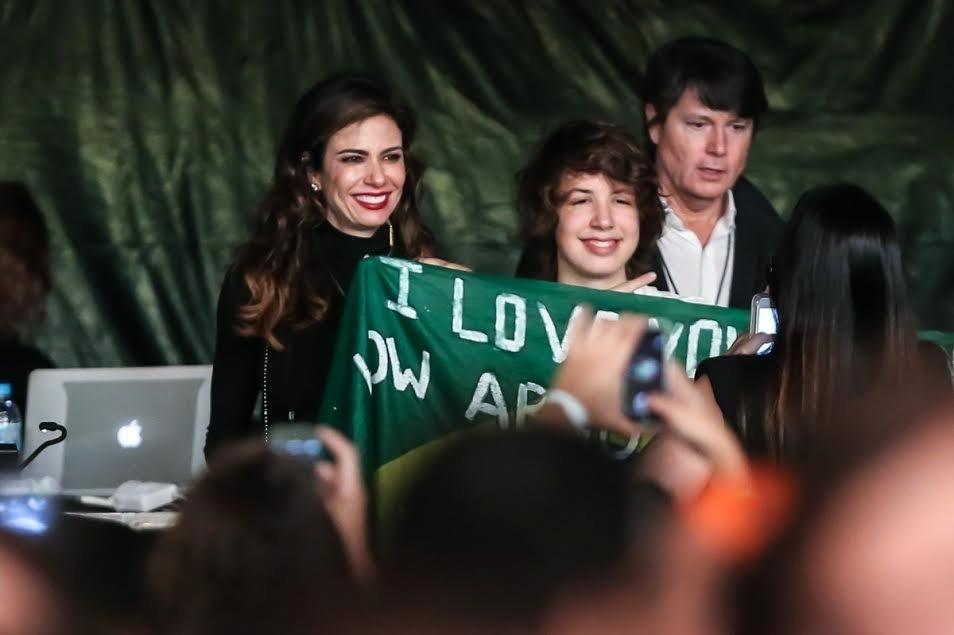 24.fev.2016 - Acompanhado da mãe, Luciana Gimenez, Lucas Jagger acompanha o show do pai Mick Jagger no estádio do Morumbi, em São Paulo