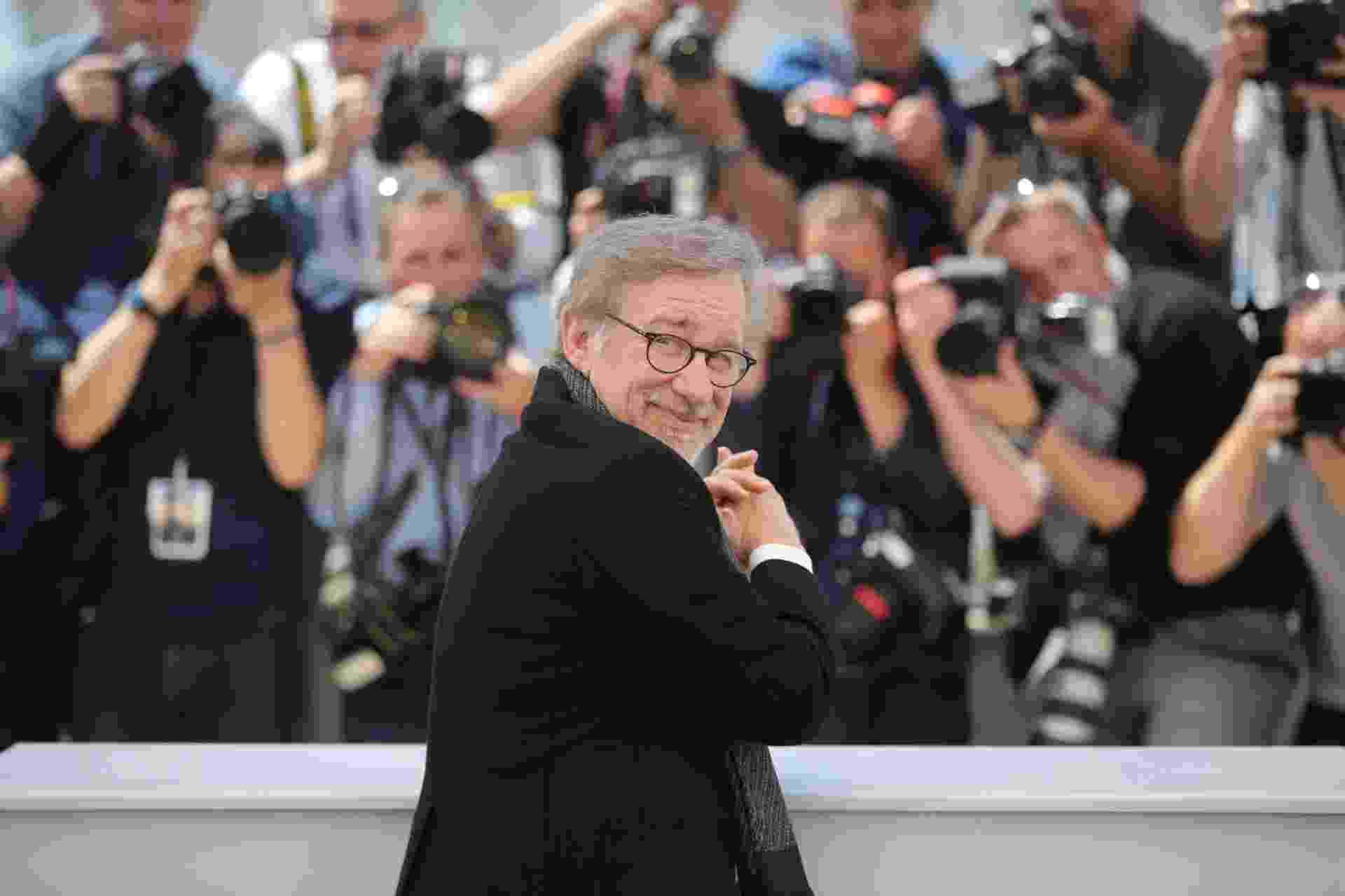 """14.mai.2016- O diretor Steven Spielberg posa para os fotógrafos durante a divulgação do filme """"O Bom Gigante Amigo"""" no 69º Festival de Cannes - REUTERS/Yves Herman"""