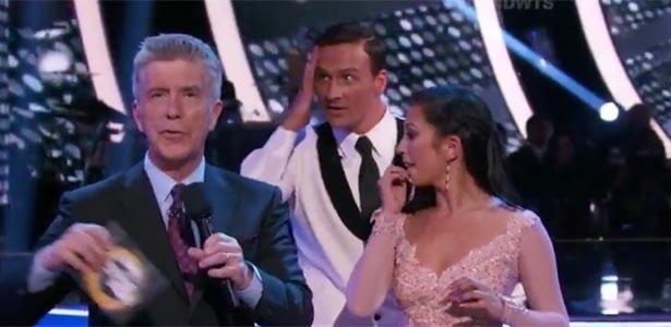 """Ryan Lotche fica chocado após protesto conta ele no palco do """"Dancing With the Stars"""" - Reprodução/Twitter"""