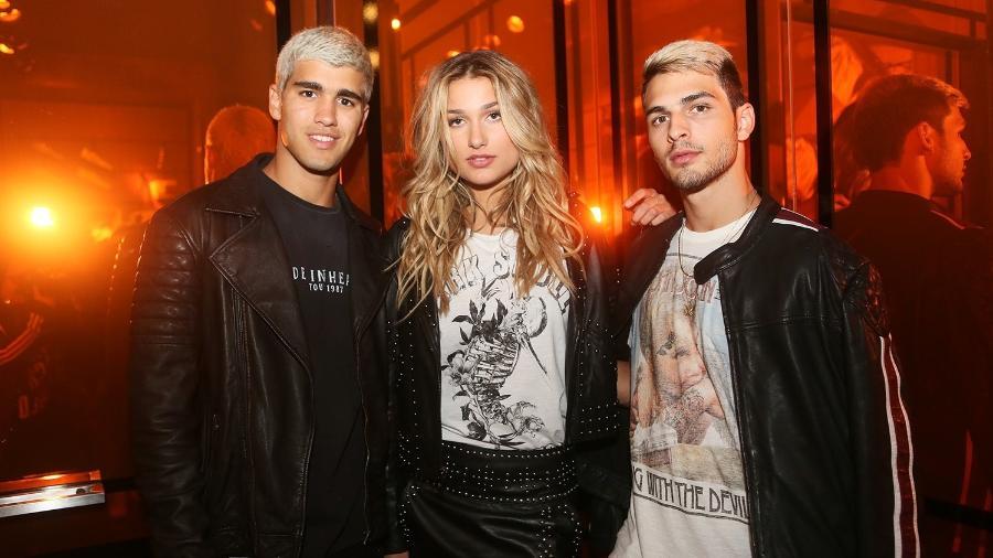 Sasha com o modelo Pietro Baltazar, que ficou conhecido como Justin Bieber do Vidigal - Iwi Onodera/Brazil News