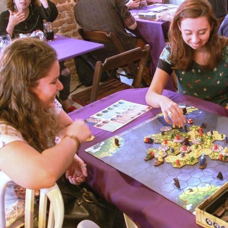Eventos têm sido feitos para mulheres que jogam board games ficarem mais confortáveis  - Reprodução/ Facebook