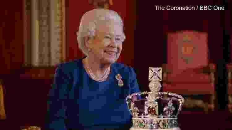 Rainha Elizabeth 2ª e sua coroa - BBC - BBC