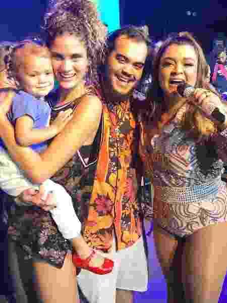 Laura Fernandez com a filha, Sol de Maria no colo, Francisco Gil e Preta Gil - Reprodução/Instagram