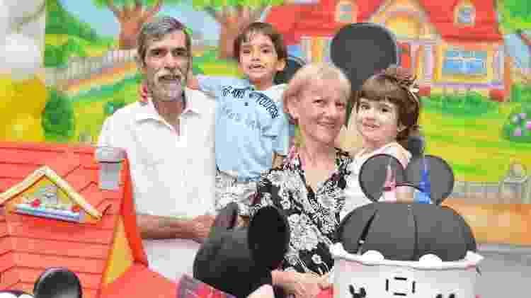 Antônia, o marido e os gêmeos Sophia e Roberto - Arquivo pessoal - Arquivo pessoal