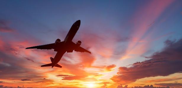 Viajar barato: veja dicas para economizar na compra da passagem aérea