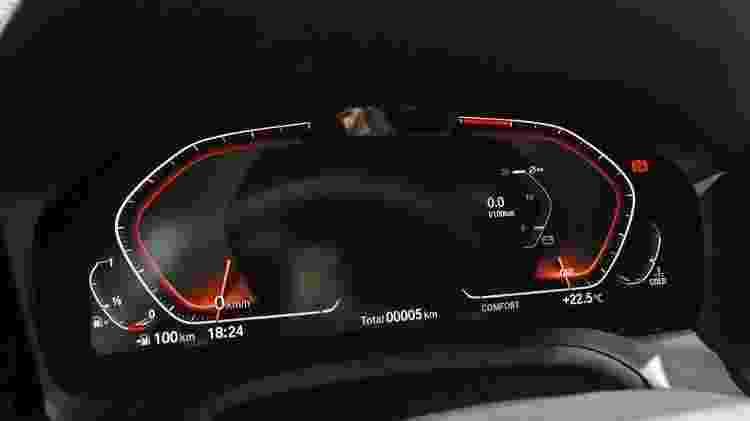 Câmera que monitora constantemente atenção do motorista do BMW 330i M Sport - Murilo Góes/UOL