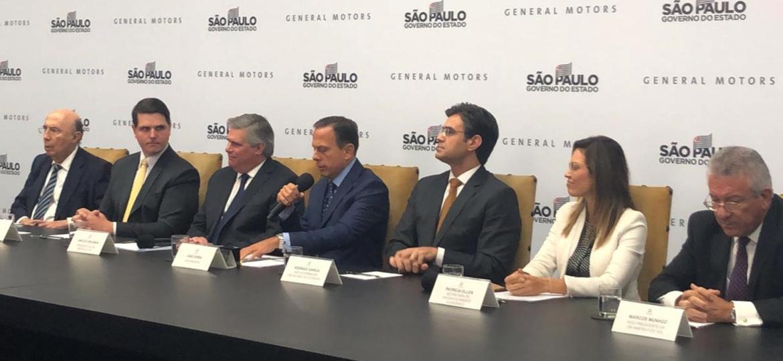 João Doria, governador de São Paulo, fala durante apresentação de acordo, ao lado do presidente da GM, Carlos Zarlenga (à esquerda) - Alessandro Reis/UOL