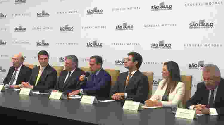 Carlos Zarlenga, da GM (à esquerda do governador Joao Doria, de SP), que assinou investimento de R$ 10 bilhões em SP - Alessandro Reis/UOL