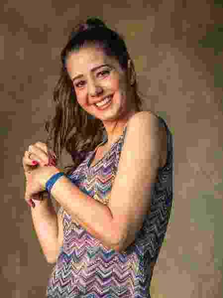 Santinha (Cristiane Amorim) trabalha na casa da família Nasser em Órfãos da Terra - Paulo Belote/Globo