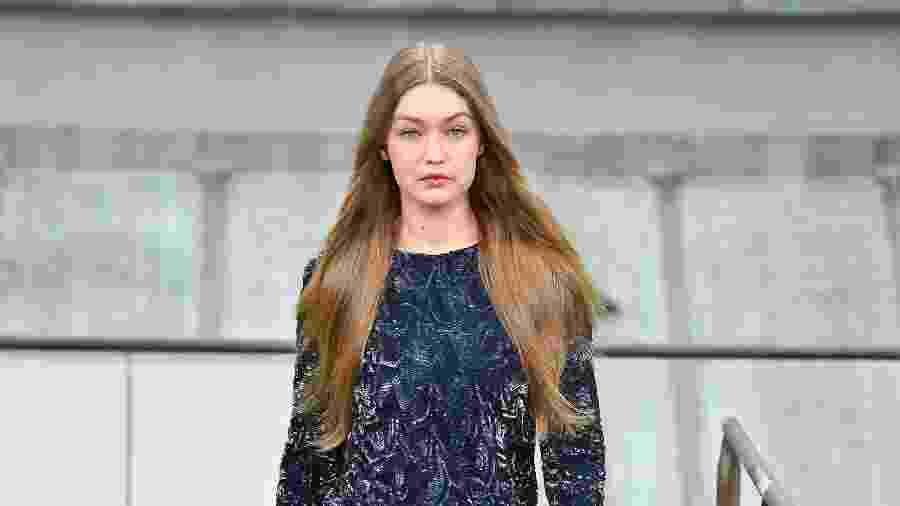 Gigi Hadid apresenta coleção primavera-verão da Chanel em Paris - Getty Images