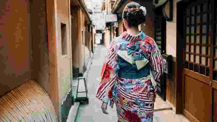 Gueixa na Rua Hanamikoji, no bairro de Gion, em Kyoto, no Japão - iStock
