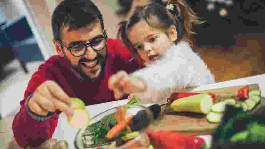 Dia dos Pais na cozinha? Sim. E com menu completo - Getty Images/iStockphoto