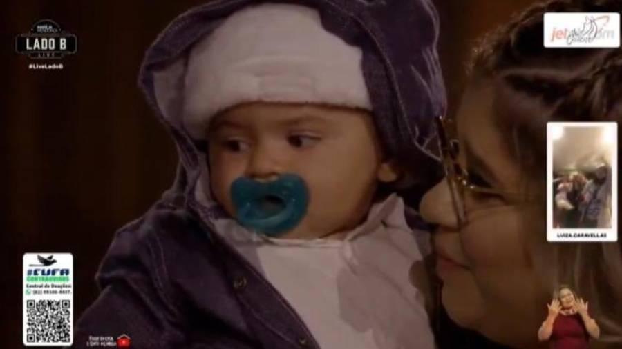 Leo, filho de Marília Mendonça, fez participação especial em live da mãe - Reprodução/YouTube