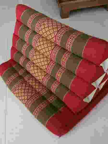 Almofada em formato inusitado, da Tailândia, trazida por Cláudia Ferraz - Arquivo pessoal - Arquivo pessoal