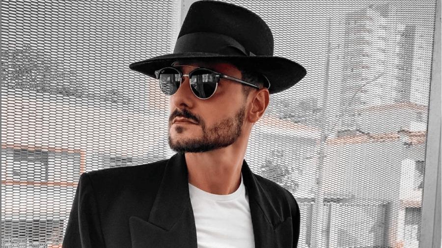 Leandro Meneghelli ganhou o chapéu do avô e hoje usa nos looks como um acessório e, sobretudo, como uma lembrança - Arquivo Pessoal