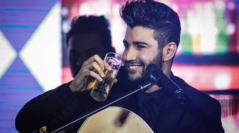 Gusttavo Lima e sua cervejinha: