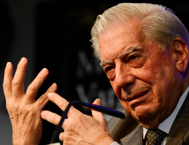 """O escritor peruano Mario Vargas Llosa durante o lançamento de """"Cinco Esquinas"""", no início do mês, em Madrid - AFP"""