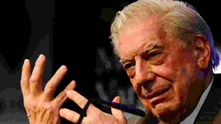 """1º.mar.2016 - O escritor peruano Mario Vargas Llosa no lançamento de """"Cinco Esquinas"""", em Madrid - AFP"""