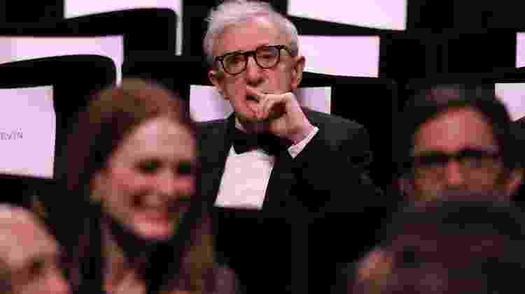 """11.mai.2016 - O diretor Woody Allen pensativo após ser alvo de piada sobre estupro durante a cerimônia de abertura da 69ª edição do Festival de Cannes, que exibiu seu mais recente filme, """"Café Society"""" -  REUTERS/Yves Herman -  REUTERS/Yves Herman"""
