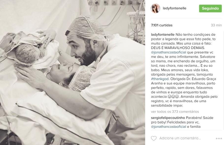 22.jul.2016 - Antonia Fontenelle, que deu à luz na quinta-feira, mostra foto do momento do parto do filho, Salvatore.
