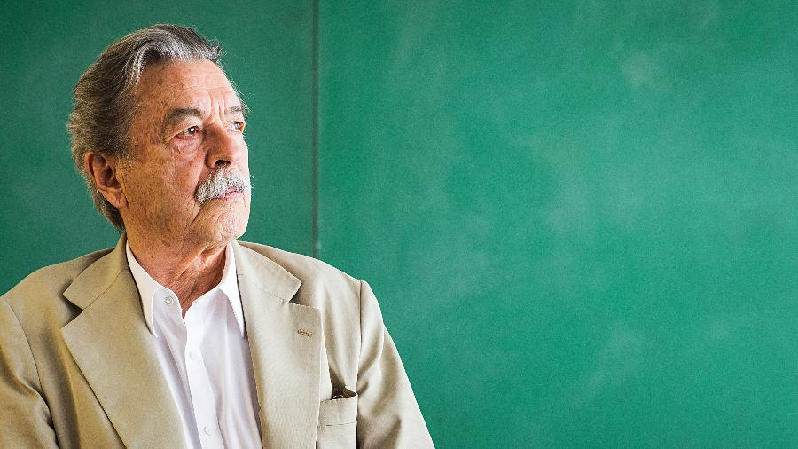 Retrato do arquiteto Paulo Mendes da Rocha em seu escritorio no centro de Sao Paulo. Ele acaba de vencer o premio Leao de Ouro da Bienal de Veneza pelo conjunto da obra - Eduardo Knapp/Folhapress