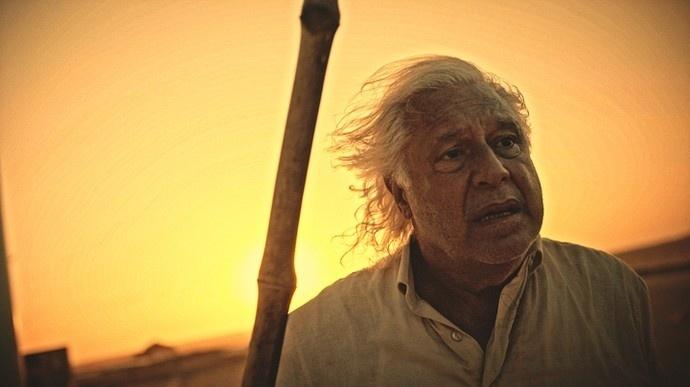 Afrânio (Antonio Fagundes) larga a peruca e decide se matar em