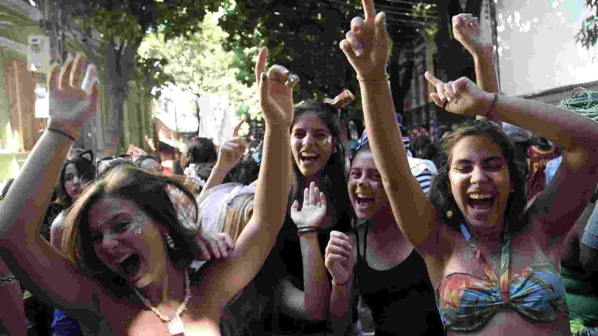 18.fev.2017 - Desfile do bloco Xupa Mas Não Baba em Laranjeiras, na Zona Sul do Rio. Os adolescentes eram maioria - Julio Cesar Guimarães/UOL