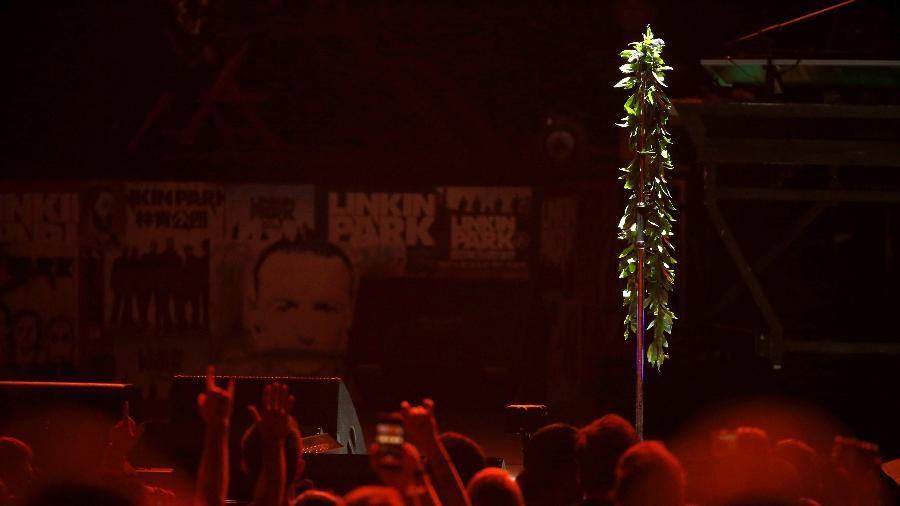 """Linkin Park reuniu amigos para celebrar a vida de Chester Bennington; público fez bonito e assumiu os vocais de """"Numb"""" - REUTERS/Mario Anzuoni"""