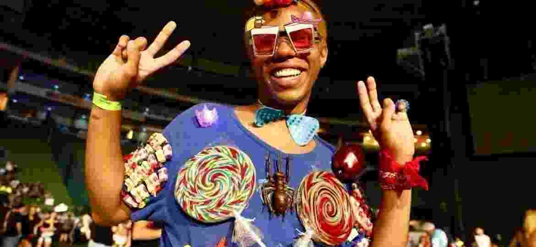 Fãs vão ao show de Katy Perry em São Paulo com fantasias parecidas com os figurinos da cantora - Mariana Pekin/UOL