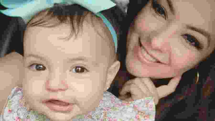 A cantora Li Martins, do grupo Rouge, posa com a filha, Antonella, de dez meses - Reprodução/Instagram/limartinsoficial