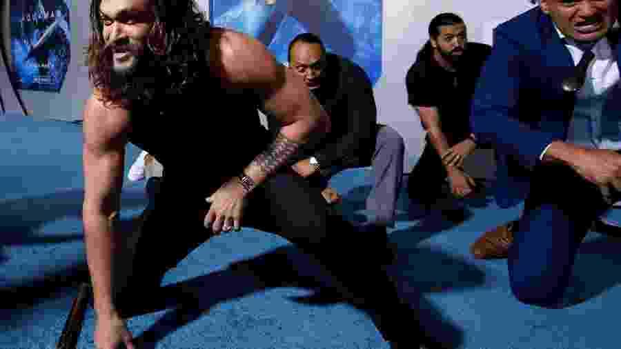 """Jason Momoa faz um haka antes da estreia de """"Aquaman"""" em Hollywood - Mario Enzone/Reuters"""