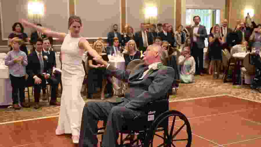 24726f505c7e5 Com doença terminal, pai da noiva emociona em dança com filha no casamento