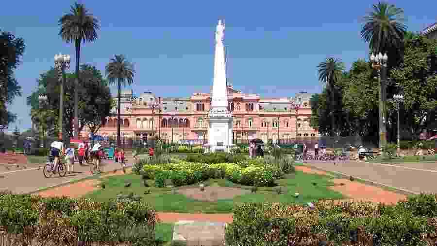 Plaza de Mayo e Casa Rosada, em Buenos Aires - Ed-Ni-Photo/Getty Images/iStockphoto