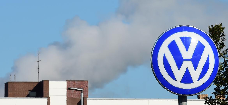 Sede da Volkswagen em Wolfsburg, na Alemanha; veículos do grupo automotivo foram vendidos com software ilegal - John MacDougall/AFP