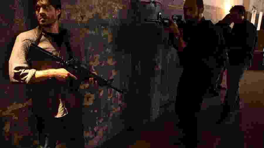 Erom Cordeiro e Silvio Guindane nos bastidores de A Divisão, série do Globoplay - Carlos Fofinho/Globoplay/Divulgação