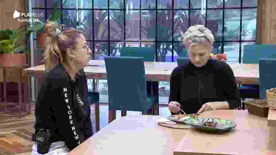 Andréa Nobrega e Bifão conversam na cozinha da Fazenda 2019 - Reprodução/Playplus