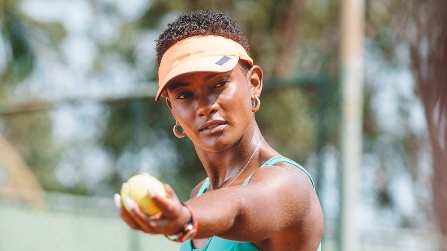 """No início de """"Amor de Mãe"""", Marina (Erika Januza) treinava para ser campeã de tênis - Isabella Pinheiro/Globo"""