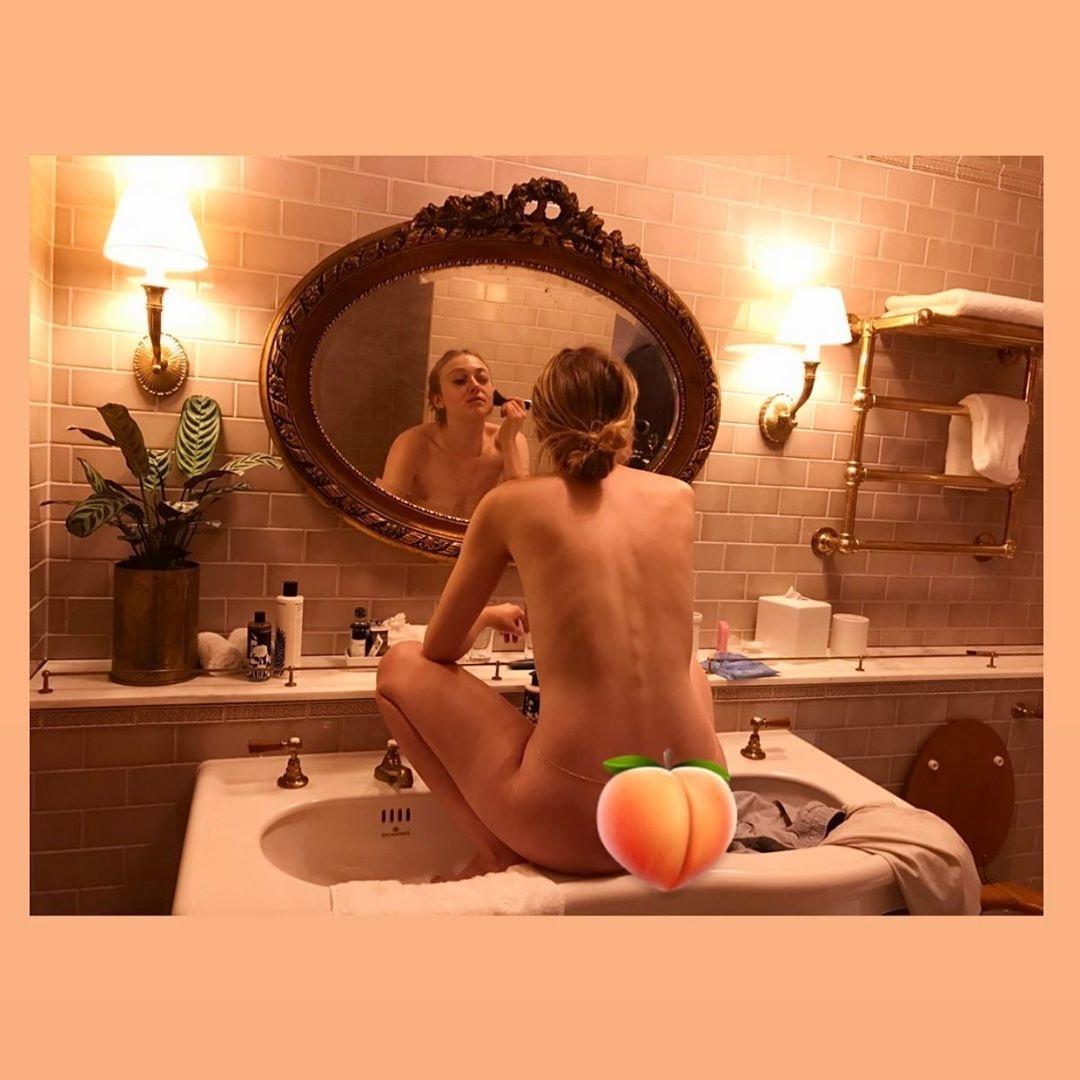 Ana Maria Braga Fotos Nua dakota fanning posta foto nua, fazendo maquiagem dentro da
