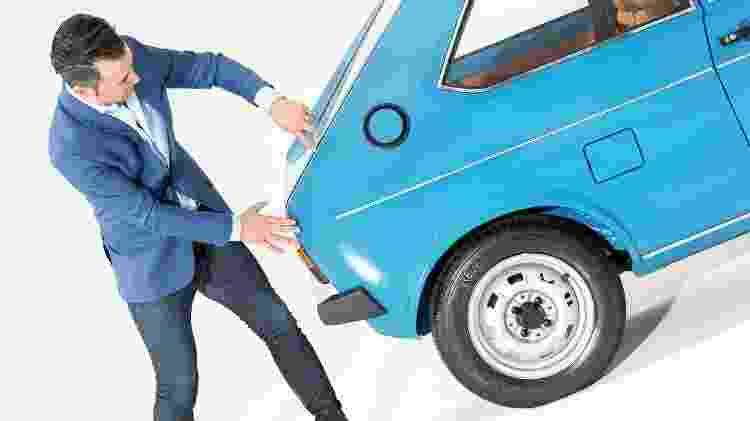 Marco Pavone ao lado do primeiro VW Polo - Divulgação - Divulgação