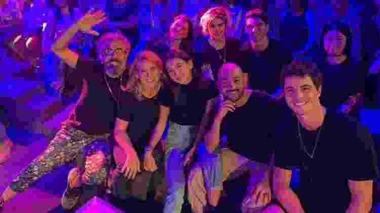 Família e amigos de Manu Gavassi trocam de camiseta e aparecem de roupa preta no paredão do 'BBB 20' - Reprodução/Twitter - Reprodução/Twitter