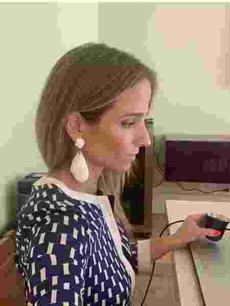 Tatiana aproveita o fato de que o trabalho às vezes exige chamadas por vídeo para continuar a rotina de autocuidado  - Arquivo Pessoal