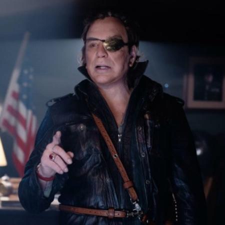 """Mickey Rourke em cena de """"Warhunt"""" - Divulgação"""