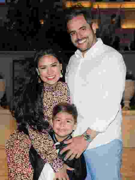Simone com o marido, Kaká Diniz, e o filho, Henry - Reprodução/ Instagram - Reprodução/ Instagram