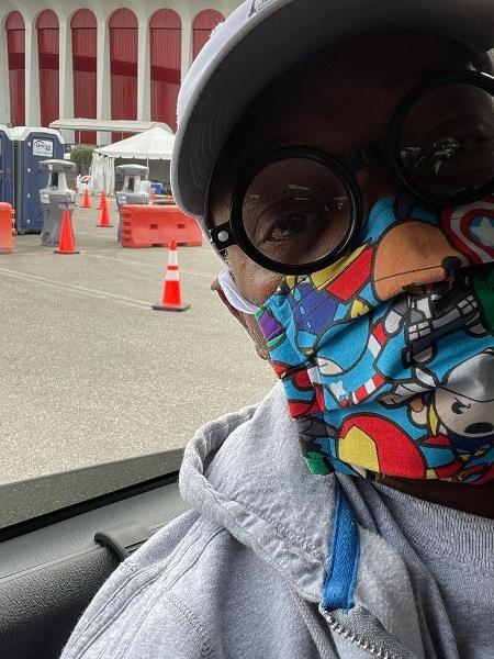 Samuel L. Jackson, com sua máscara dos Vingadores, foi vacinado - Reprodução/Instagram