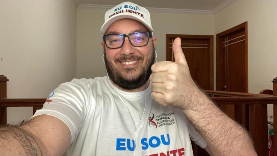 Bruno May, 41, veste camiseta de fundação internacional de mieloma múltiplo  - Arquivo pessoal