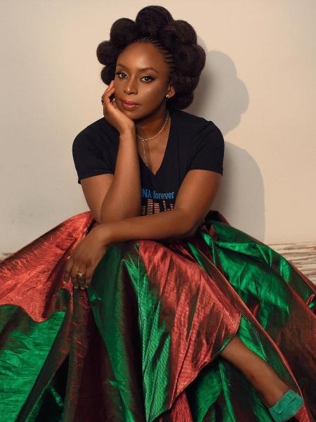 """A escritora nigeriana Chimamanda Ngozi Adichie foi a entrevistada do programa """"Roda Viva"""", da TV Cultura, na noite de segunda (14) - Reprodução/Instagram"""