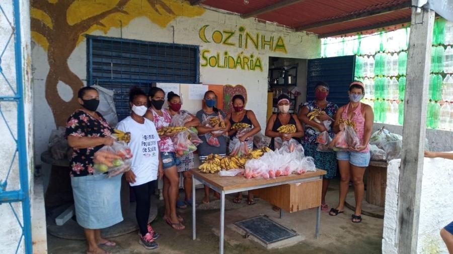 As doações abastecem o projeto Cozinha Solidária, no qual mães voluntárias cozinham para todos - Arquivo pessoal